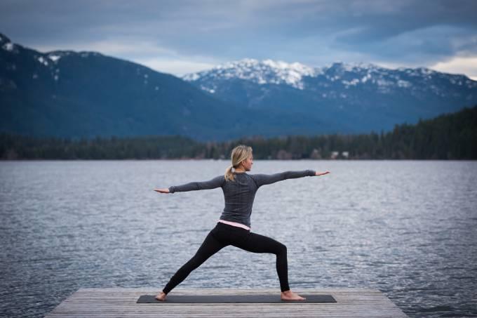Yoga é mera ginástica, religião mística ou remédio milagroso?