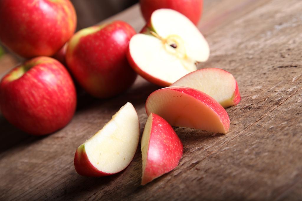 6. Por que maçã cortada fica escura?