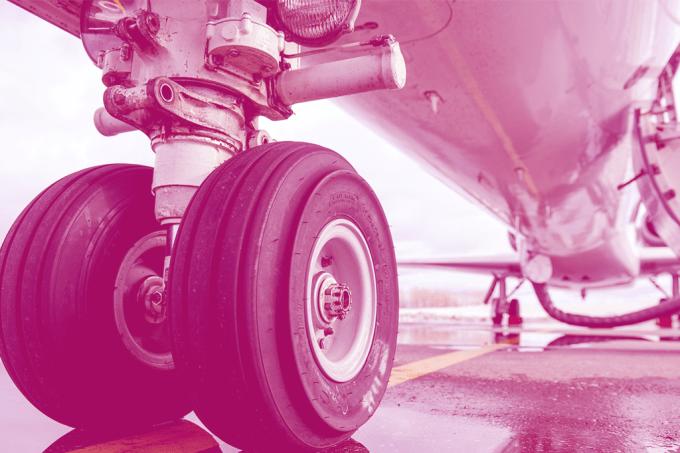 Como se troca o pneu de um avião?
