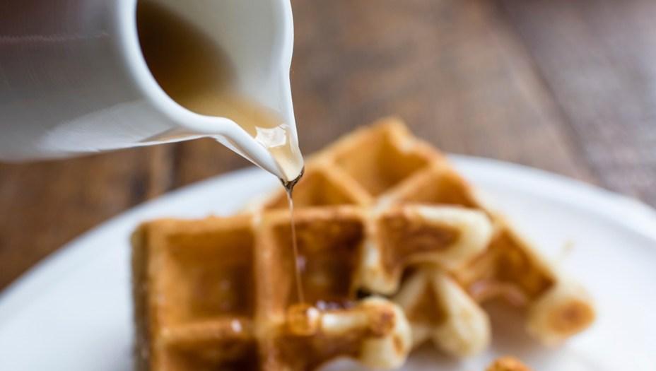 11. Xarope de bordo:Como o café solúvel, se você o guardar congelado ele ficará bom para sempre. E a gente acha que você deve sempre guardar um pouco de xarope de bordo em seu congelador, para que nunca mais seja obrigado a comer panquecas sem essa delícia em cima.