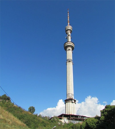 14. Amaty Tower. Foi inaugurada em 1996 em Almaty, no Cazaquistão. Mede 371 metros.