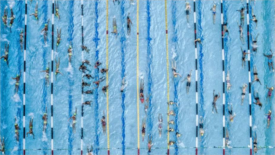 Tirada em Cucuta, Colômbia, a foto deJuan Pablo Bayona ficou em segundo lugar, e mostra nadadores se preparando para uma competição regional.
