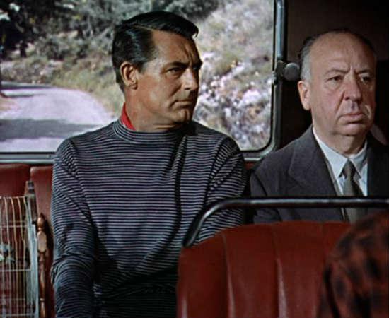 Em <i>Ladrão de Casaca</i>, Hitchcock aparece com esta expressão serena ao lado de Cary Grant, que interpreta o protagonista. Confira no minuto 0:09:40