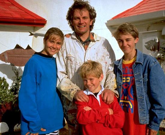 A Família Twist é uma série de TV sobre uma família que mora em um farol onde ocorrem várias coisas estranhas. A série começou a ser exibida em 1989, mas só fez sucesso no Brasil nos anos 90,  assim como várias outras séries que você vai ver nesta galeria.