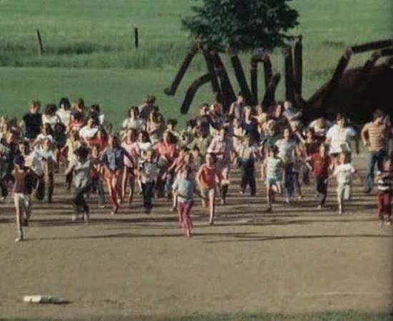 A Invasão das Aranhas Gigantes é um filme de terror de 1975 sobre aracnídeos alienígenas gigantes que aterrorizam uma pequena cidade dos EUA.