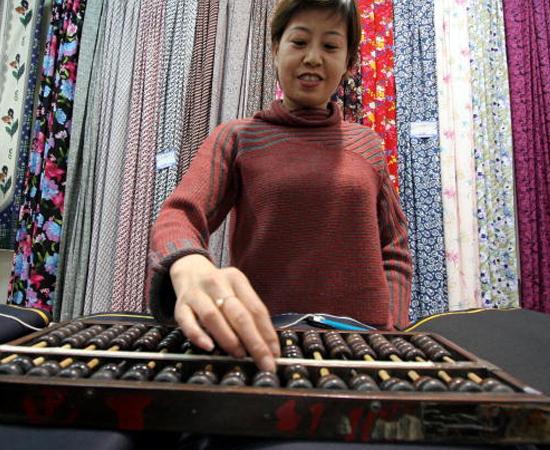 ÁBACO - O suan-pad chinês, criado por volta de 1200, era usado para fazer cálculos. Outros ábacos, com mecânicas diferentes, foram desenvolvidos em outros lugares do mundo.