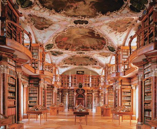 BIBLIOTECA DA ABADIA DE SÃO GALO - É o acervo mais antigo da Suiça. Possui mais de 160 mil volumes, incluindo 2 mil manuscritos. Localiza-se no nordeste do país.