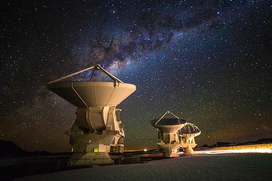 No mesmo ano, ele viajou para o Deserto do Atacama, onde presenciou pela primeira vez um céu estrelado longe das grandes cidades. Foi nessa época que ele conheceu o Observatório ALMA.