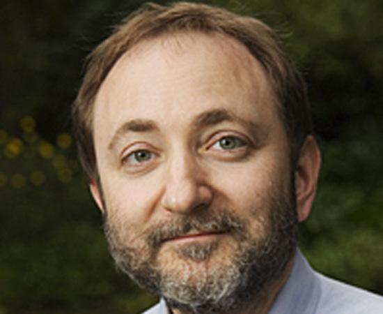 ANDREW ZACHARY FIRE (1959) - Biólogo e matemático estadunidense; professor da Universidade de Stanford. Recebeu um Nobel em 2006 pela descoberta da interferência de RNA.