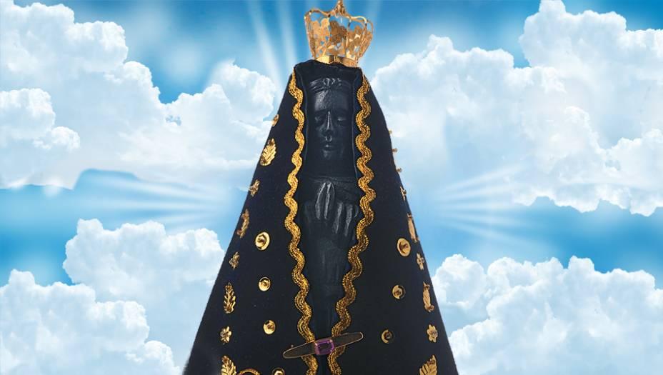 Nossa Senhora Aparecida:Não foi Maria, e sim esta imagem enegrecida, que surgiu, em 12 de outubro de 1717, em uma rede jogada por pescadores no rio Paraíba do Sul (SP). Virou padroeira do Brasil em 1929 e hoje é cultuada por milhões de fiéis.