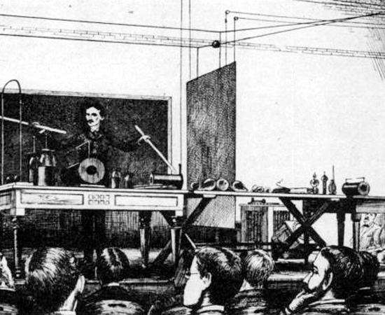 EXIBICIONISTA - Nos anos seguintes, Tesla viajou para os Estados Unidos e a Europa para mostrar suas teorias e invenções ao mundo. Ele era reconhecido por fazer demonstrações artísticas, agindo quase como um mágico. Recusava-se a palestrar se não tivesse sua bobina emitindo raios pela sala.