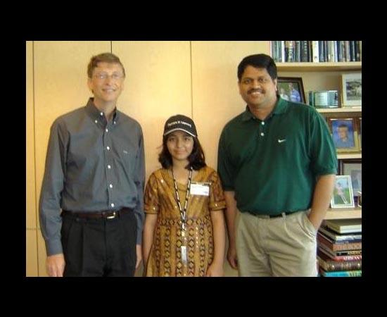 Arfa Karim Randhawa nasceu no Paquistão em 1995. Em 2004, tornou-se a mais jovem profissional certificada pela Microsoft (MCPs). Por isso, Bill Gates fez questão de convidá-la para conhecer a sede da Microsoft nos EUA. Em 2006, a pedido da empresa, ela palestrou para mais de 5 mil desenvolvedores de software durante um evento. Além disso, Arfa conquistou um prêmio Fatima Jinnah por seu alto desempenho na área de Ciência e Tecnologia, e o prêmio Salam Pakistan Youth Award por suas pesquisas. Ela morreu em janeiro de 2012 devido a complicações causadas por uma crise epilética.