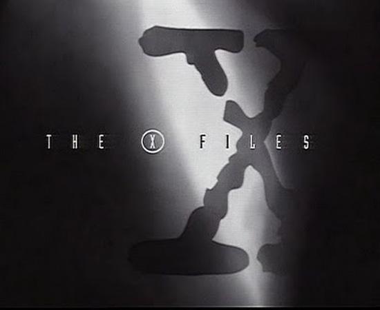 Arquivo X (1993) é uma série de ficção científica que mostrava as investigações de Dana Scully e Fox Mulder.