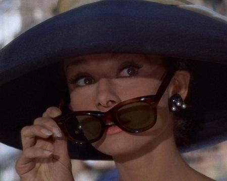 Ela nasceu Audrey Kathleen Ruston, mas é apontada como a terceira maior atriz da história do cinema com outro sobrenome: Hepburn. Audrey  trocou de nome por causa de  James Hepburn, marido da Rainha Maria Stuart, da Escócia.