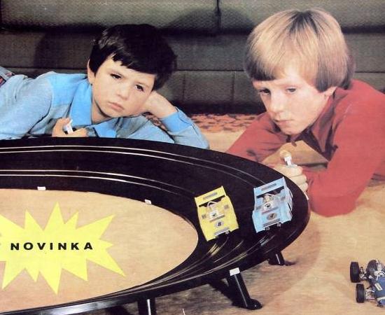AUTORAMA - A criançada até pedia a pista de corrida para o Papai Noel, mas o bom velhinho só entregava os carrinhos.