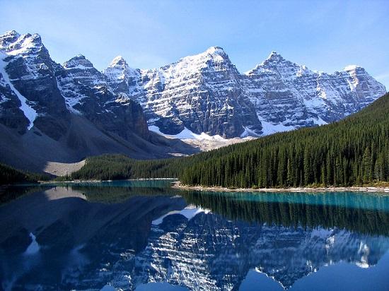 Representante canadense da lista, o Parque Nacional Banff fica nas Montanhas Rochosas e tem uma área de quase 7 mil quilômetros quadrados. Patrimônio Mundial da Unesco, esse parque serve de moradia para vários animais selvagens, incluindo ursos.
