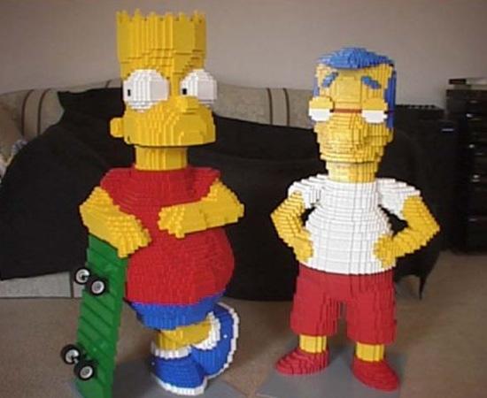 Os personagens Bart Simpson e Milhouse foram reproduzidos com peças de Lego.