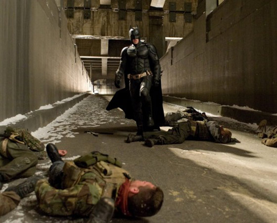 2. Confie em Christopher Nolan - O novo Bruce Wayne foi criado pelos roteiristas, por Christian Bale, e principalmente por Christopher Nolan. E no diretor a gente confia. Nada no filme é por acaso, muito menos o final. (Clique no Leia Mais e veja uma teoria muito boa sobre o final. Em inglês e com spoilers).