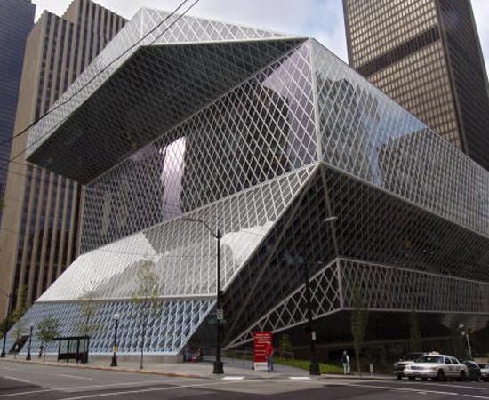 BIBLIOTECA CENTRAL DE SEATTLE (EUA) - O prédio feito de vidro e aço tem 11 andares e pode comportar até 1,4 milhão de livros. Foi inaugurada em 2004.