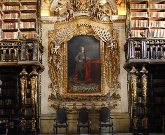 BIBLIOTECA JOANINA - É uma biblioteca do século 18, situada na Universidade de Coimbra, em Portugal. É conhecida por seu estilo rococó. Possui mais de 70 mil volumes.