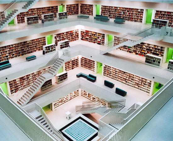 BIBLIOTECA MUNICIPAL DE STTUTGART  - Inaugurada em 2011, é uma das bibliotecas mais tecnológicas do mundo. O espaço tem um café para leitura e uma sala especial para crianças. Está localizada no sul da Alemanha.