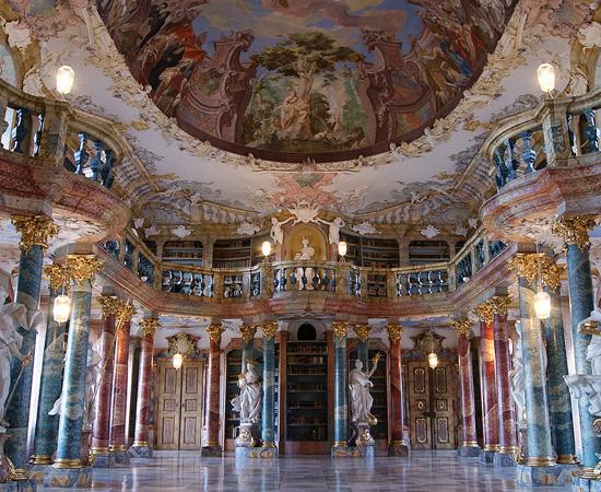 BIBLIOTECA DA ABADIA DE WIBLINGEN - Foi inaugurada no século 18. Hoje faz parte da Universidade de Ulm. Está localizada na Alemanha, próximo à fronteira com a França.