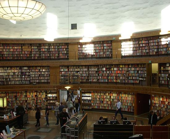 BIBLIOTECA MUNICIPAL DE ESTOCOLMO - Foi o primeiro acervo público da Suécia. Possui mais de 2 milhões de volumes.