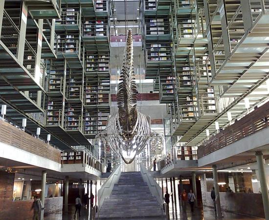 BIBLIOTECA VASCONCELOS - É conhecida como megabiblioteca, pois tem mais de 580 mil itens. O design moderno permite que as estantes sejam ampliadas sempre que for necessário. Situa-se na Cidade do México.