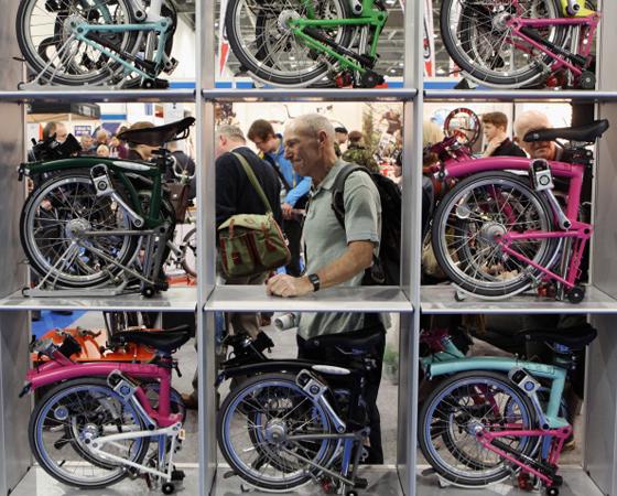 Década de 2010 - NA BAGAGEM: As dobráveis, antes um nicho de mercado, começam a se popularizar. E as elétricas passam a ganhar as ruas.