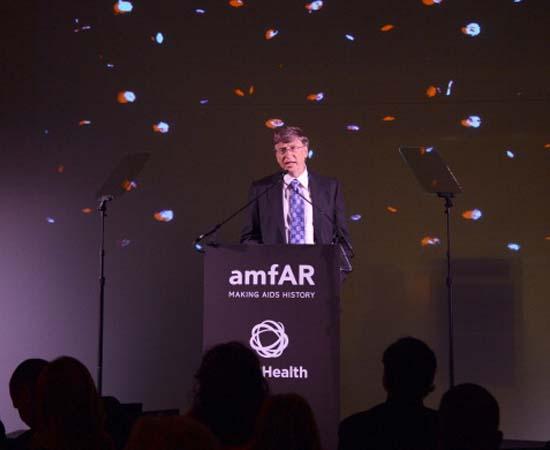 FILANTROPIA - Atualmente, Bill Gates e sua esposa Melinda são responsáveis por uma organização filantrópica que promove pesquisas sobre a Aids e outras doenças que atingem países em desenvolvimento, além de buscar novas opções energéticas sustentáveis.
