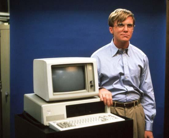 INFLUÊNCIA - Bill Gates é bastante influente na mídia. Em 1999, ele foi interpretado por Anthony Michael Hall no filme 'Piratas do Vale do Silício', que mostra os bastidores da popularização dos computadores domésticos.  Além disso, ele apareceu em vários documentários, como 'Waiting for Superman' (2010), uma investigação sobre as falhas do sistema educacional americano. Gates também publicou dois livros que narram sua história: 'A Estrada do Futuro' (1995) e 'A empresa na velocidade do pensamento' (1999).