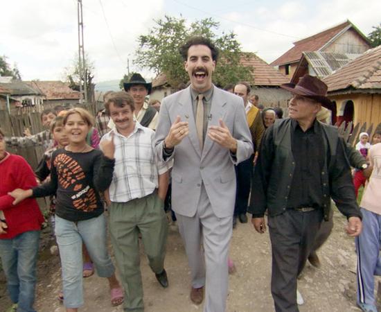 'BORAT' (2006), dirigido por Larry Charles, além de ser censurado no Cazaquistão (por motivos óbvios), também foi banido em todo o mundo árabe (com exceção do Líbano).  Para as autoridades desses países, o filme é grosseiro e extremamente ridículo. No longa, Sacha Baron Cohen interpreta Borat, o segundo melhor jornalista do Cazaquistão que viaja até os Estados Unidos para fazer um documentário.