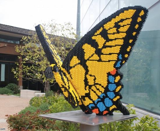 Que tal enfeitar o seu jardim com uma borboleta de Lego?