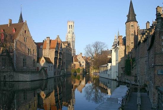 """Bruges, na Bélgica,  talvez seja o nome menos conhecido da lista. Apelidada por muitos de """"Veneza do Norte"""", Bruges é uma das cidades medievais mais preservadas do mundo."""