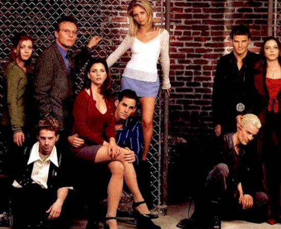 Buffy, a caça-vampiros (1997) é uma série de TV sobre uma garota incumbida de matar vampiros.