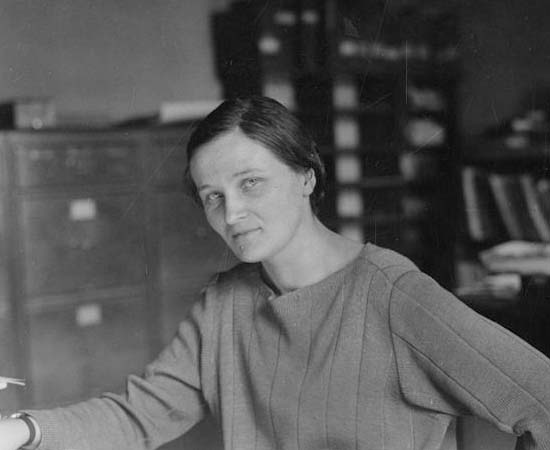 Cecilia Payne-Gaposchkin (1900 - 1979) - Astrônoma inglesa que descobriu que as estrelas são compostas principalmente de Hidrogênio e Hélio. Ela estabeleceu uma classificação para os astros de acordo com suas temperaturas.