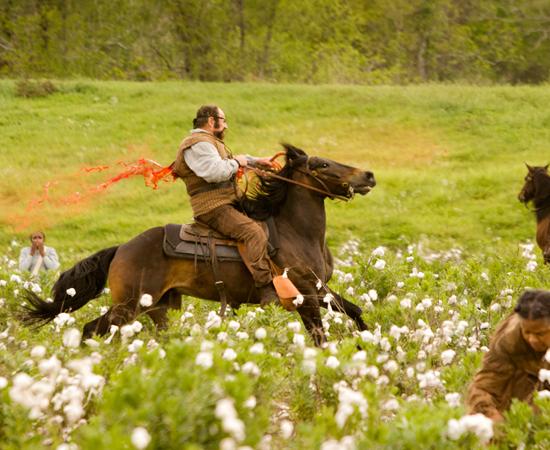 Em vez disso, Schultz caça os criminosos mais perigosos do sul dos E.U.A. tendo Django ao seu lado.