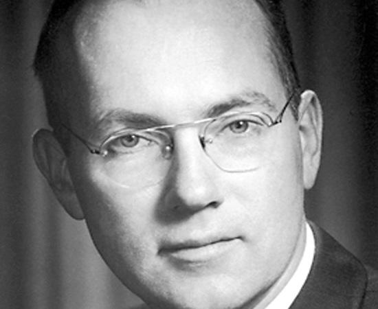 CHARLES TOWNES (1915) - Físico americano que ficou famoso pelo desenvolvimento do raio laser. Recebeu um Nobel em 1964.