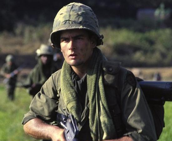 Por falar em voltas, Charlie Sheen era ator de respeito, astro do filme do ano, Platoon. #winning.
