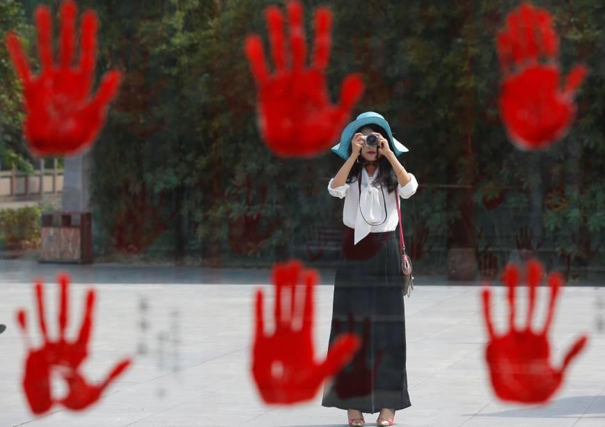 A proporção de trabalho escravo chinês frente à população total é de0.24% - número que nem é tão alto quando se coloca em comparação outros países do ranking (como a própria Índia que tem 1,4%. Acontece que como a população local é gigantesca, isso significa que mais de 3 milhões de pessoas são escravizadas no país. A maioria das vítimas é mulher, muitas vezes estrangeiras, que são obrigadas a executar tarefas domésticas, rurais e constantemente sofrem abusos sexuais