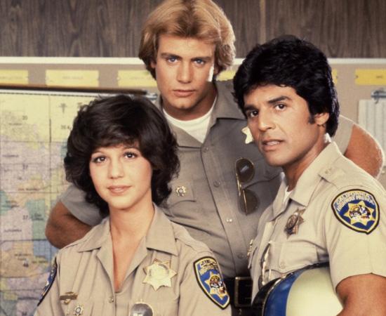 CHiPs (1977) é uma serie de TV sobre dois patrulheiros rodoviários da Califórnia.