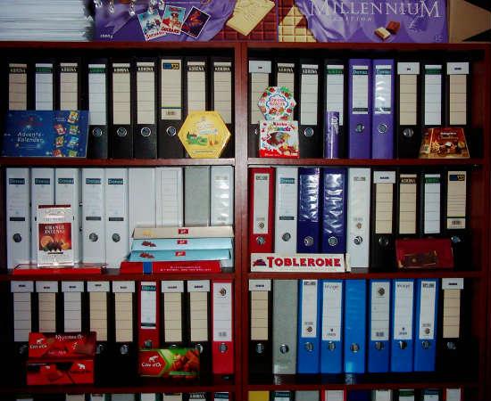 Deu vontade de comer um chocolate? Então retire a embalagem com cuidado e envie para Martin Mihál, que as coleciona desde seus nove anos de idade. Ele é o fundador do Chocolate Wrappers Museum.