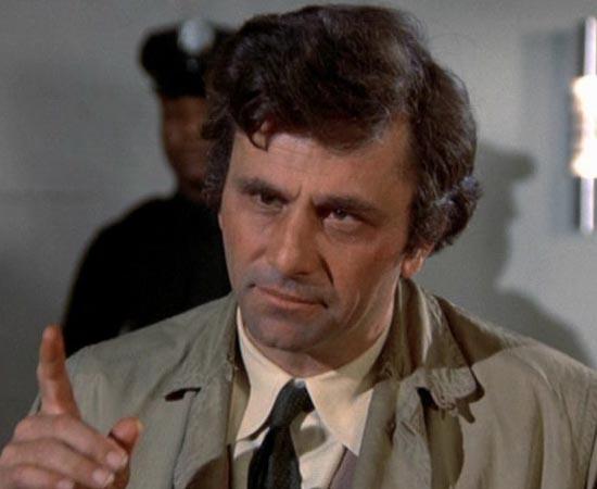 Columbo é o protagonista da série de TV homônima que foi ao ar de 1971 a 2003. Ele é detetive de homicídios do Departamento de Polícia de Los Angeles.