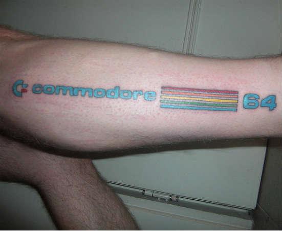 Tatuagem do logo da Apple é fichinha comparado a essa homenagem ao Commodore