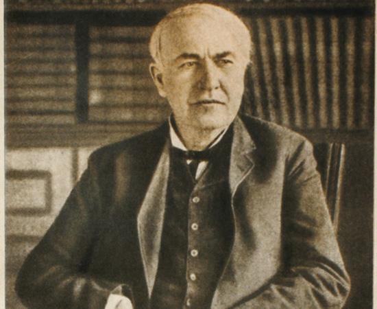 MORTE - Thomas Edison morreu devido às complicações causadas pelo diabetes em 1931, aos 84 anos de idade. Seu corpo está enterrado ao lado da casa em que morava, em Nova Jérsei. Sua esposa, Mina, viveu até 1947. O inventor recebeu várias homenagens póstumas, como o batismo de colégios, pontes, museus, memoriais, um hotel, uma cidade (Edison, Nova Jérsei) e até um asteroide (742 Edisona).