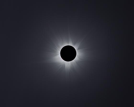 Na categoria Nosso Sistema Solar, o premiado foi Man-To Hui (China), com uma imagem impressionante de um eclipse solar total.