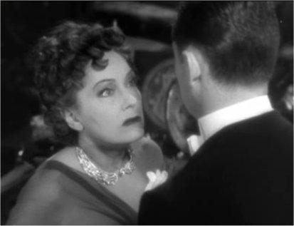 Lançado em 1950, <i>Crepúsculo dos deuses</i> é um dos grandes clássicos do cinema mundial. É outro longa que tem a carreira de artistas como plano de fundo. Norma Desmond foi uma grande atriz durante o cinema mudo, mas entrou em decadência. Para tentar manter a fama, ela contrata um roteirista para trabalhar num filme que deveria marcar a volta dela ao estrelato.