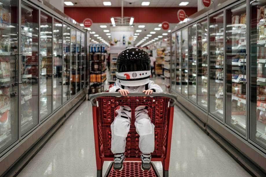 O carrinho de supermercado virou uma nave espacial envenenada.