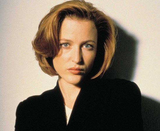 Dana Scully é a parceira de trabalho de Fox Mulder. Ela também é protagonista de Arquivo X e investiga casos sobrenaturais.