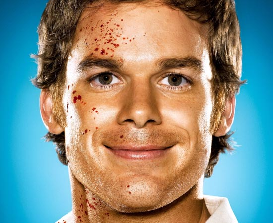 Dexter é o protagonista da série homônima. Ele é um serial killer que trabalha como perito criminal do Departamento de Polícia de Miami.